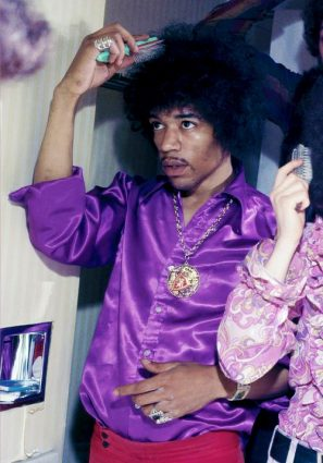 jimi-brushing-his-fro